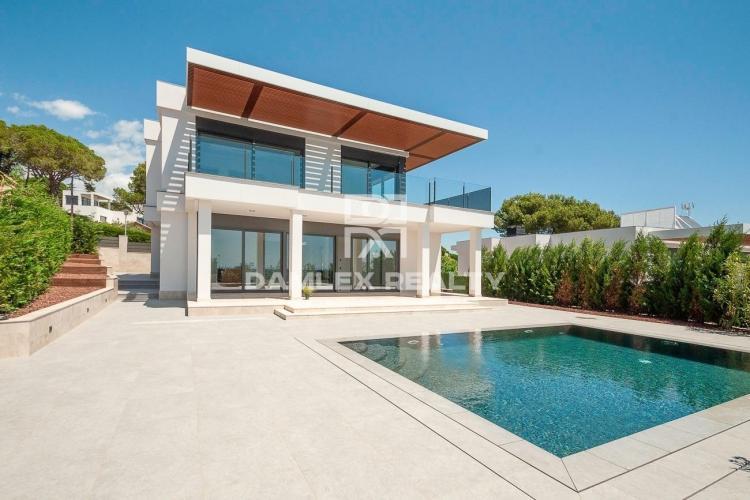 Lujosa villa nueva con vistas al mar en Playa de Aro