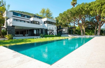 Lujosa villa nueva en una zona exclusiva de Barcelona.