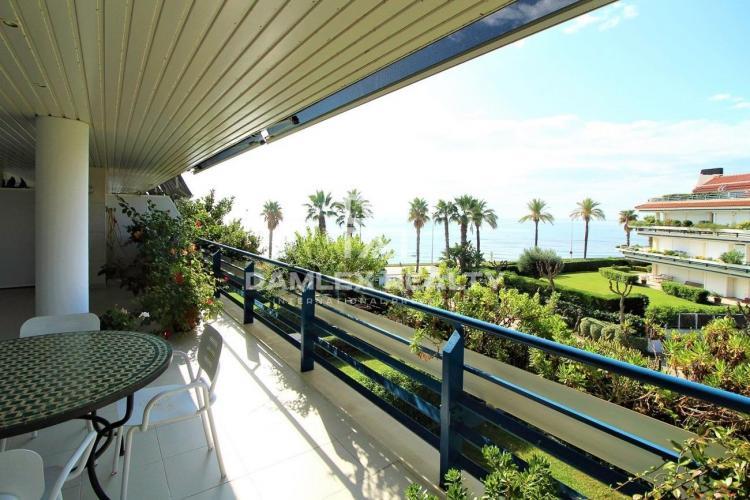 Dúplex con vistas al mar en complejo residencial cerrado