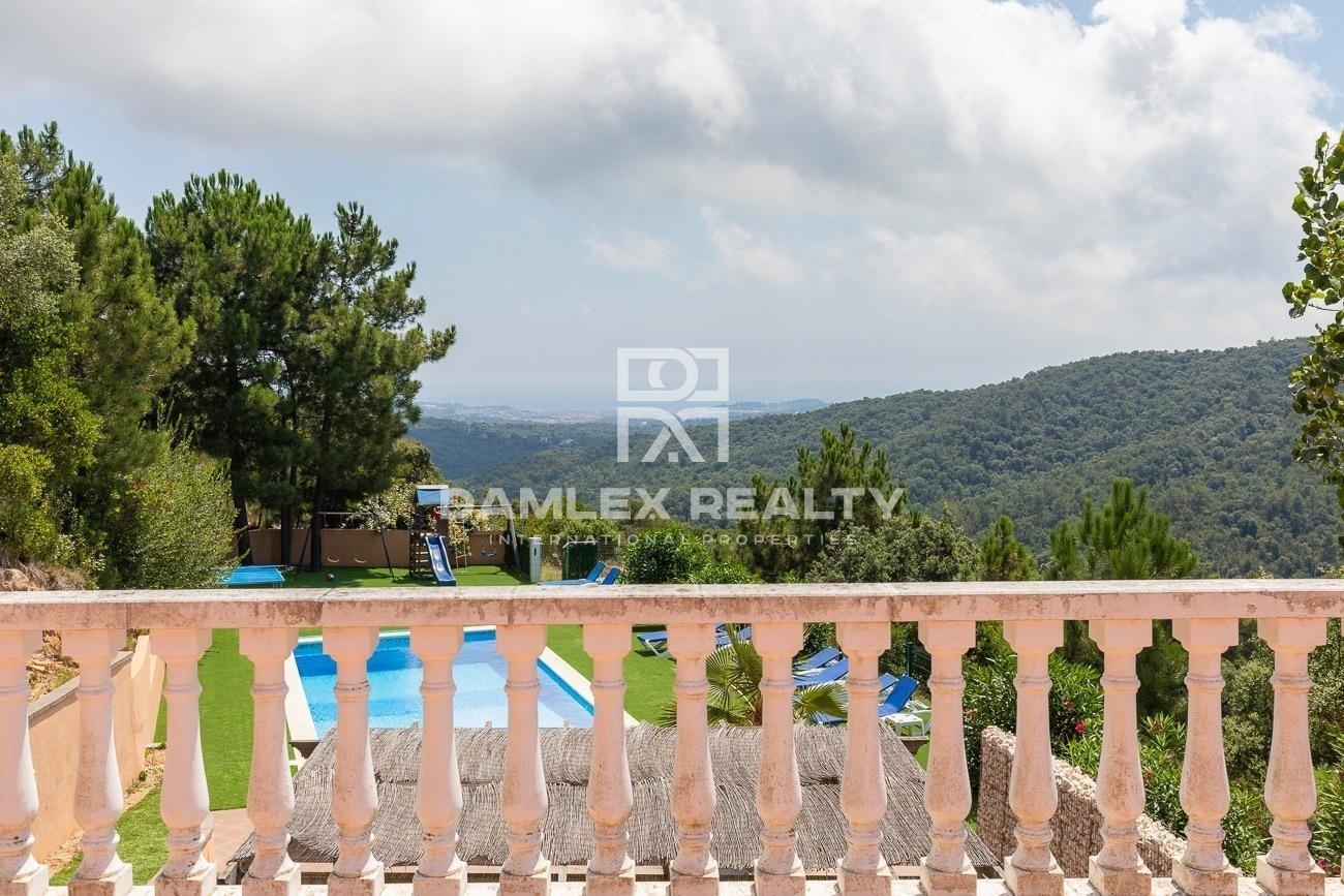 Encantadora villa con vistas al mar y a la montaña