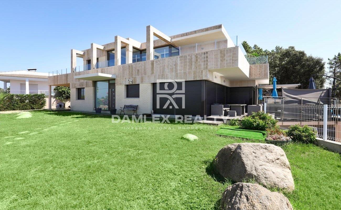 Villa de disenño moderno con vistas al mar