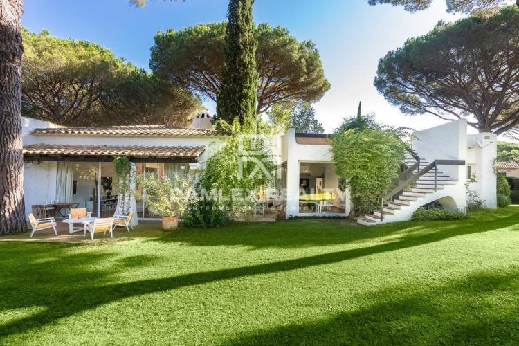 Hermosa villa ibicenca en el corazón del Golf de Santa Cristina de Aro