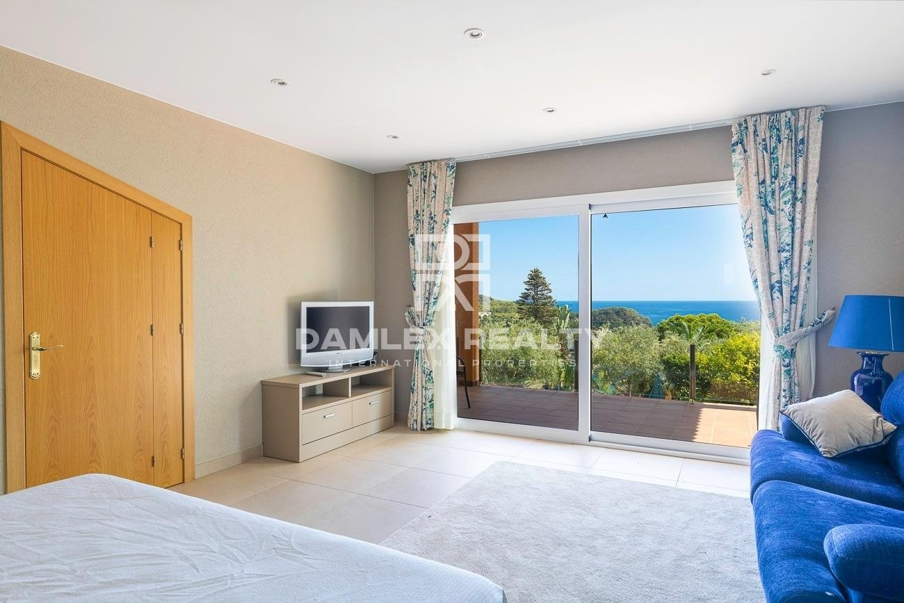 Villa de lujo con vistas al mar en una urbanización de Tossa de Mar