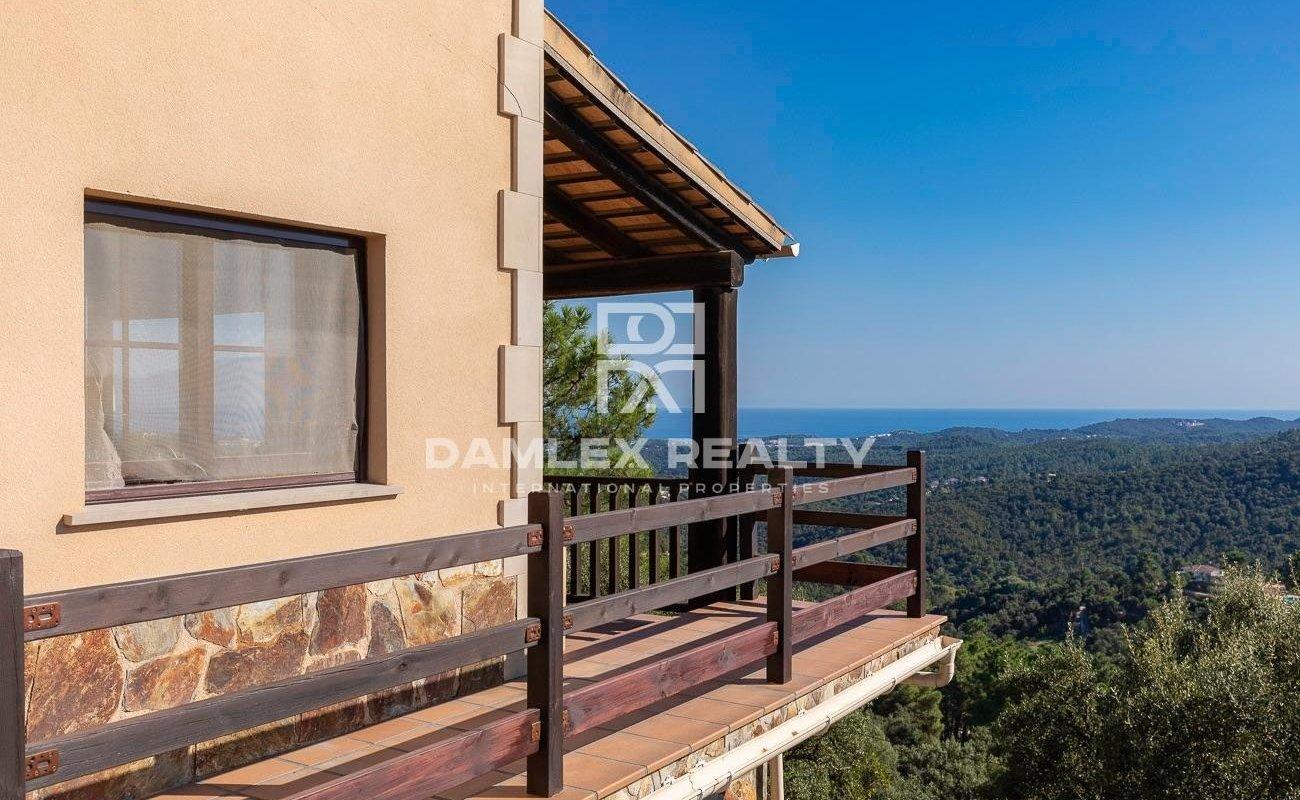 Impresionante villa con impresionantes vistas al mar y a las montañas