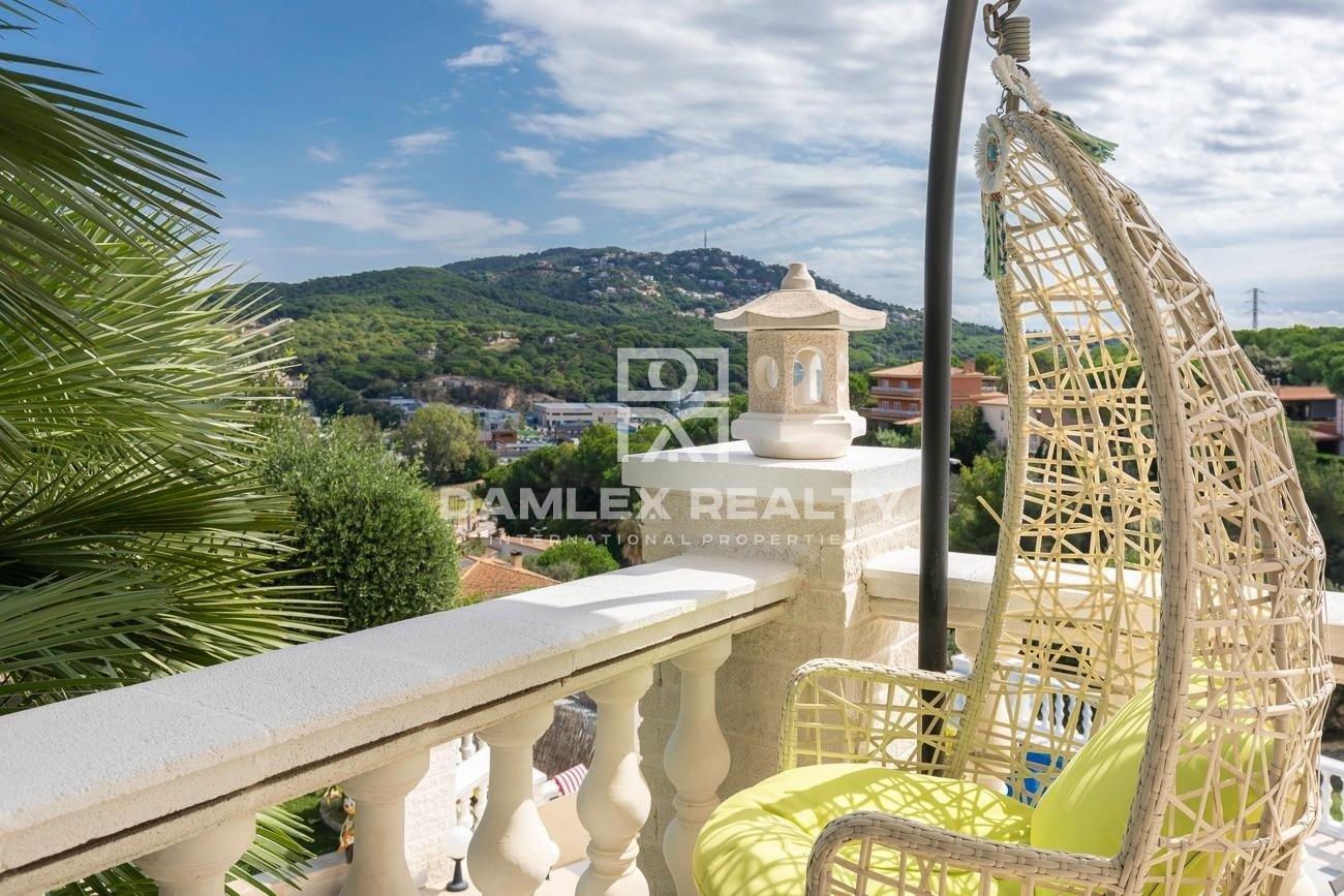 Elegante villa en la prestigiosa urbanización de Lloret de Mar