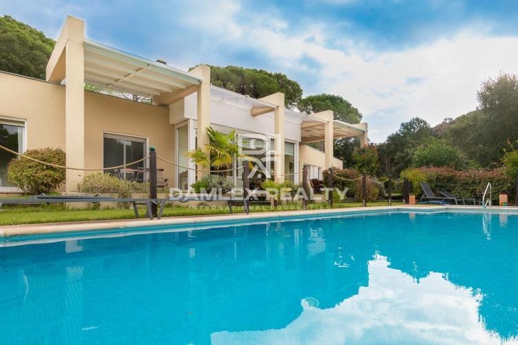 Villa moderna en la urbanización Golf Santa Cristina d`Aro