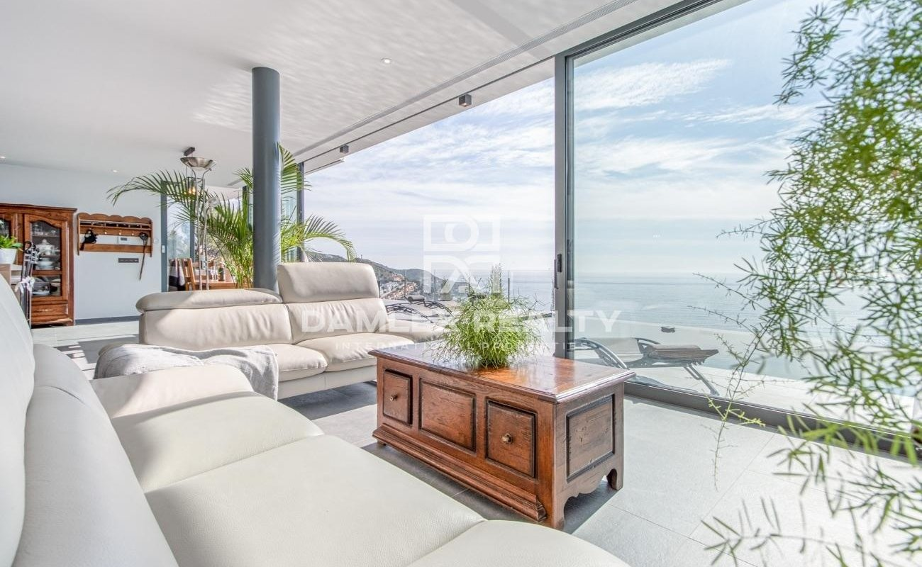 Magnífica villa moderna con fantásticas vistas al mar