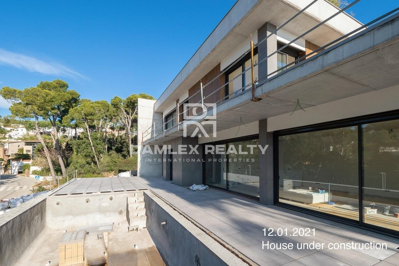 Casa moderna en construcción, en Platja d`Aro