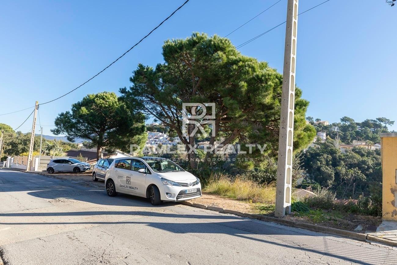 Terreno de 900 m2 en la urbanización Serra Brava para la construcción de una casa individual