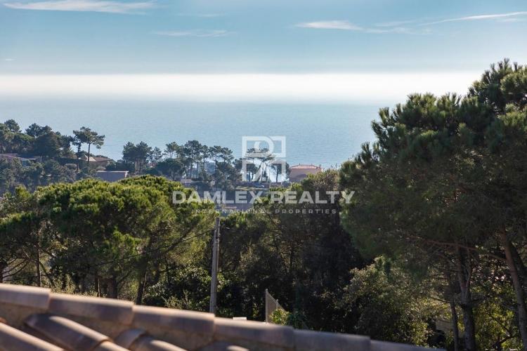 Terreno de 860 m2 en la urbanización Serra Brava para la construcción de una casa individual