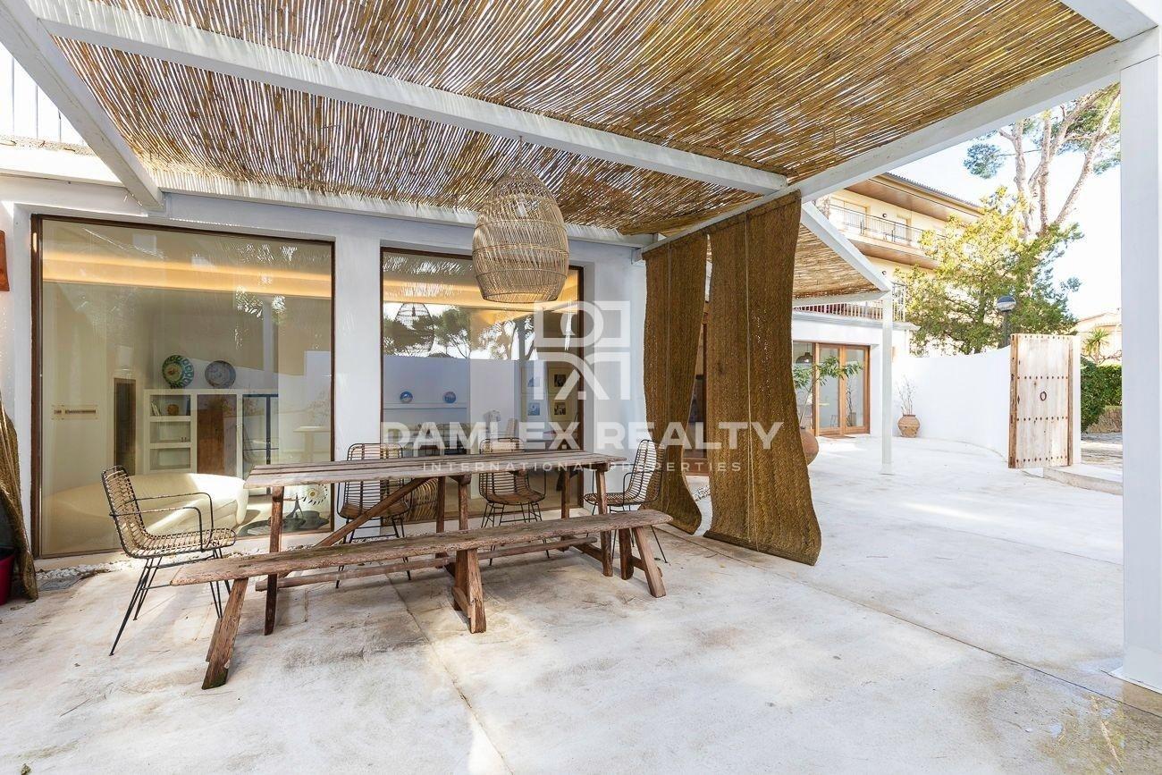 Esplendida loft renovada en diseno moderno ubicada en el centro de Calella de Palafrugell