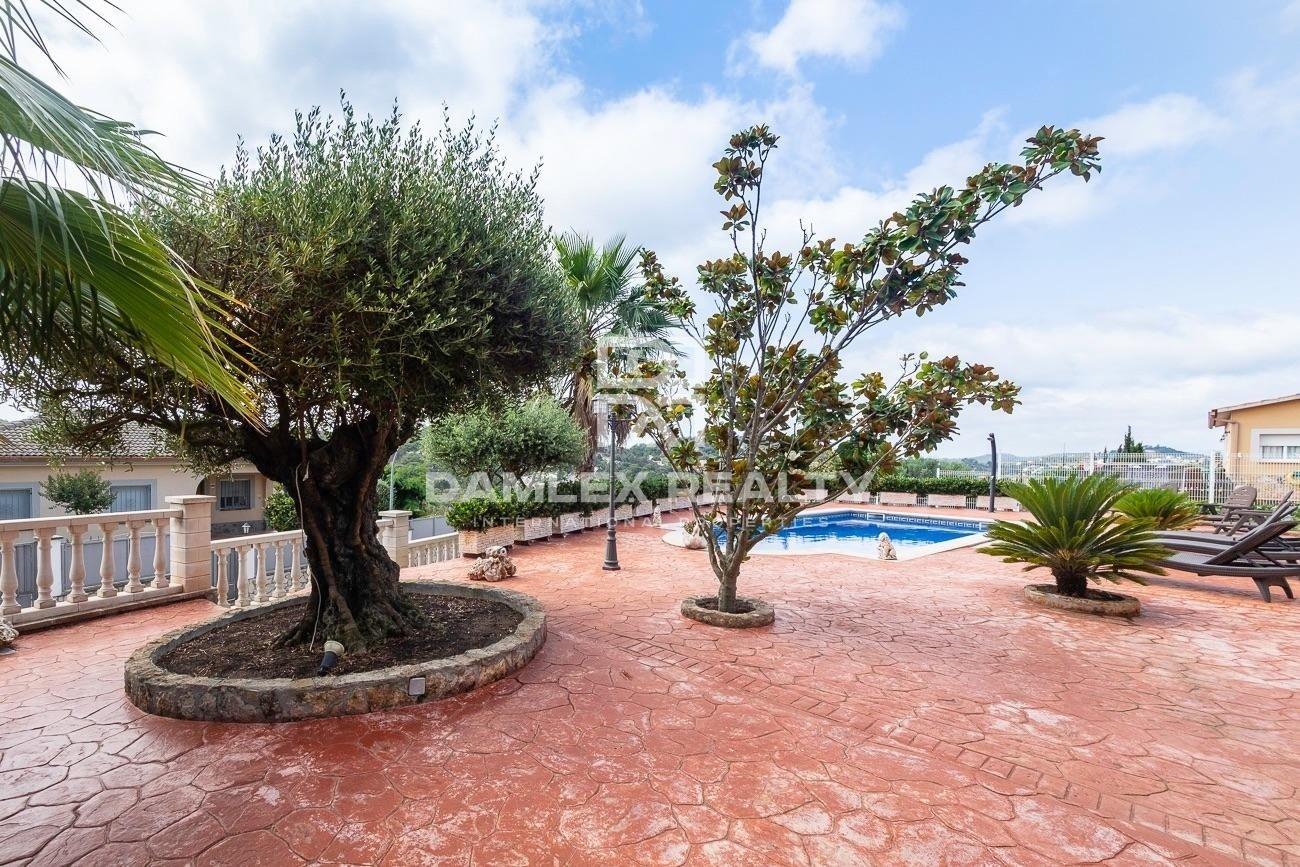 Chalet con piscina en la tranquila urbanización de Lloret de Mar