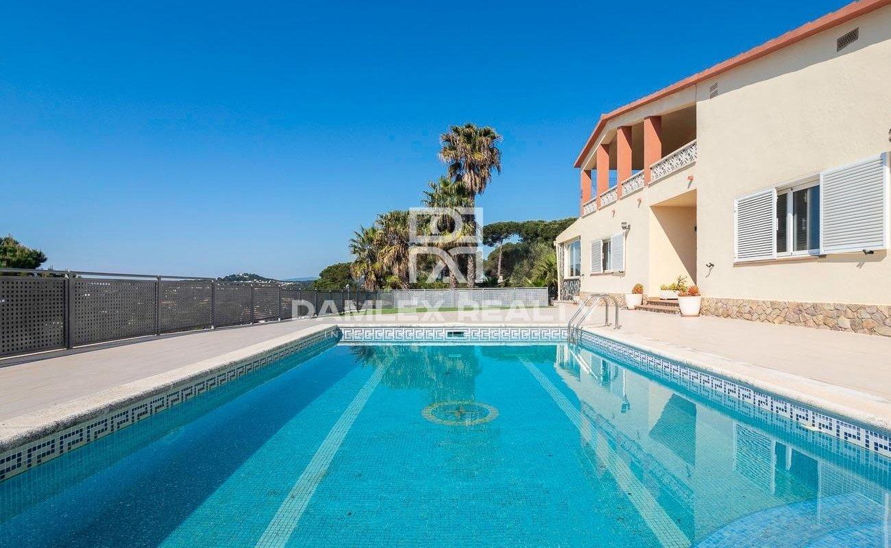 Casa muy bonita en Lloret de Mar, con tres bonitas vistas a las montañas.