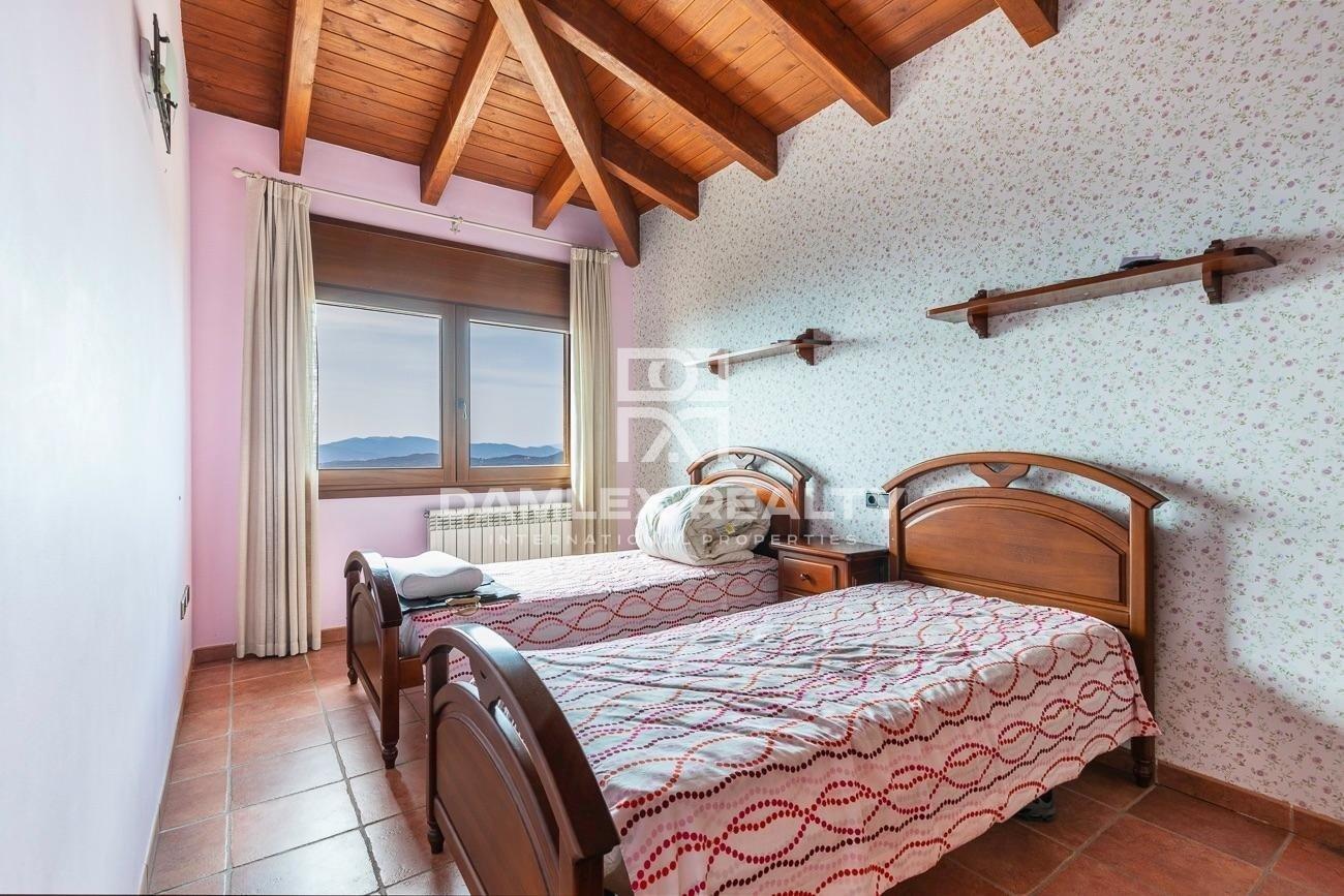 Casa con vistas panorámicas al mar en la urbanización Roca Grossa