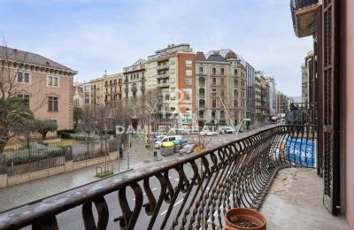 Amplio piso para reformar a 5 minutos andando de Plaza Catalunya