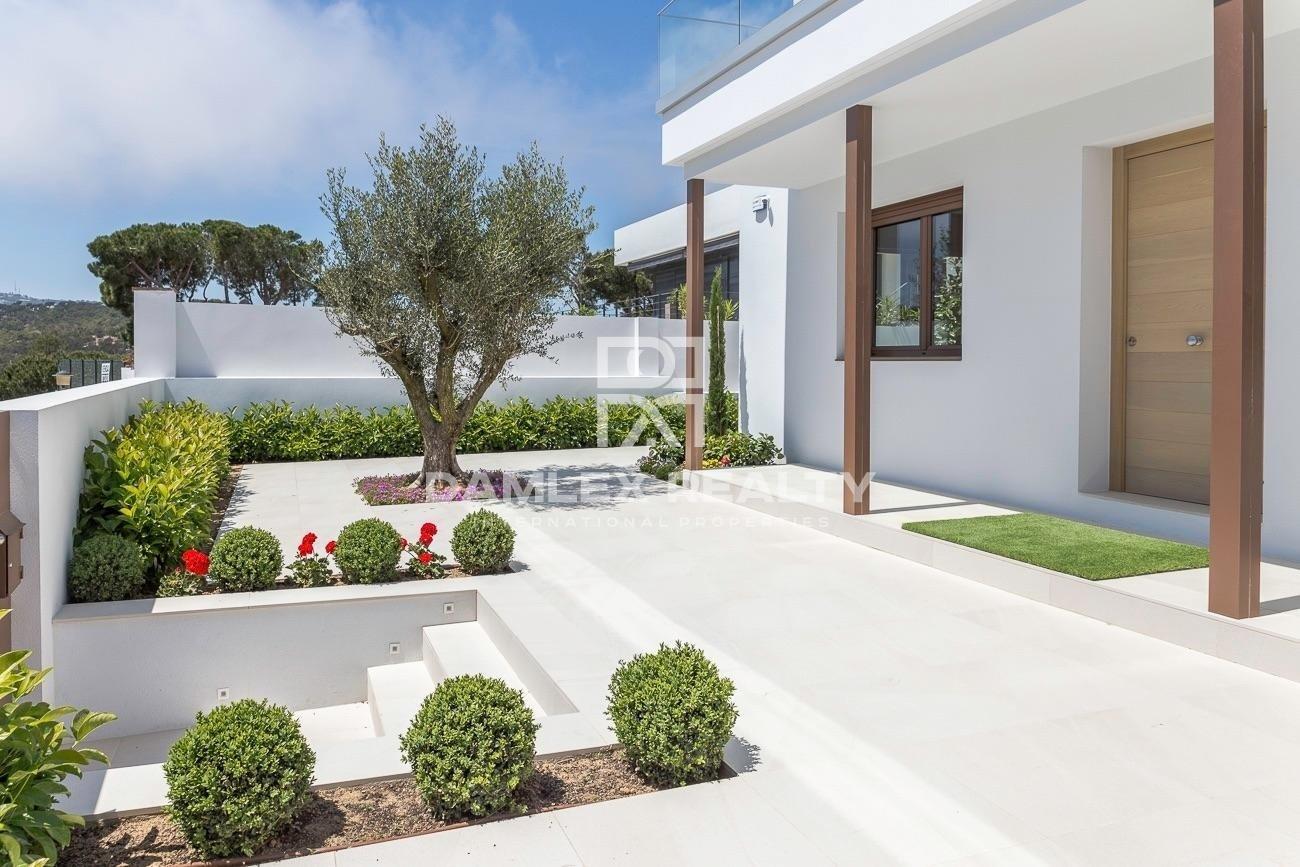 Magnífica villa nueva a 500 metros de la playa
