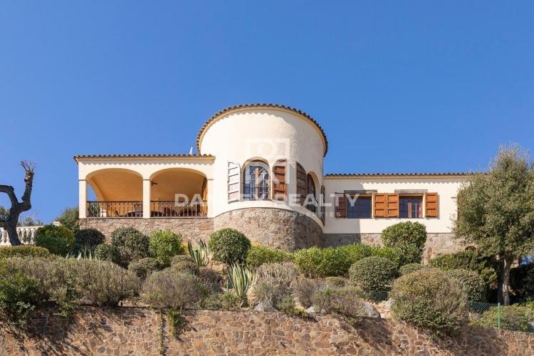 Casa vista mar sobre las alturas de Calonge