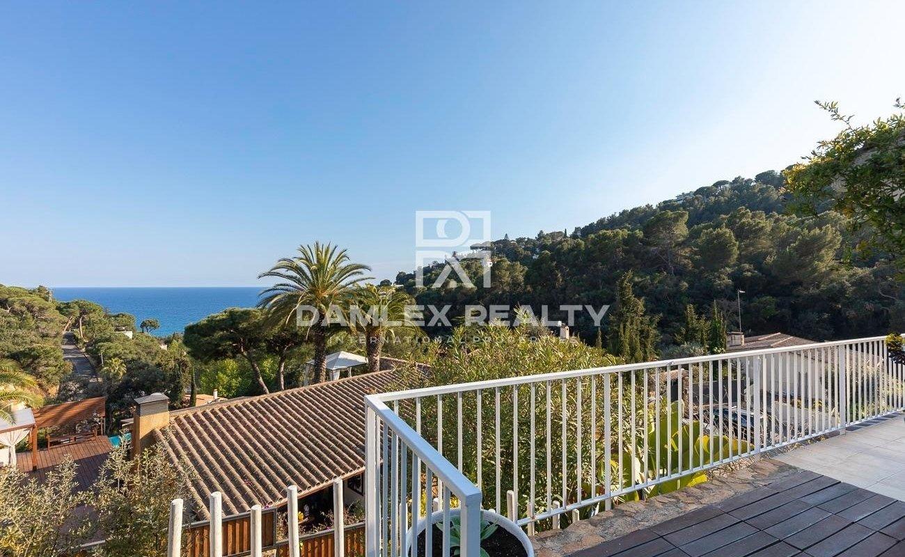 Villa con vistas al mar en la urbanización de Santa Maria del Llorell