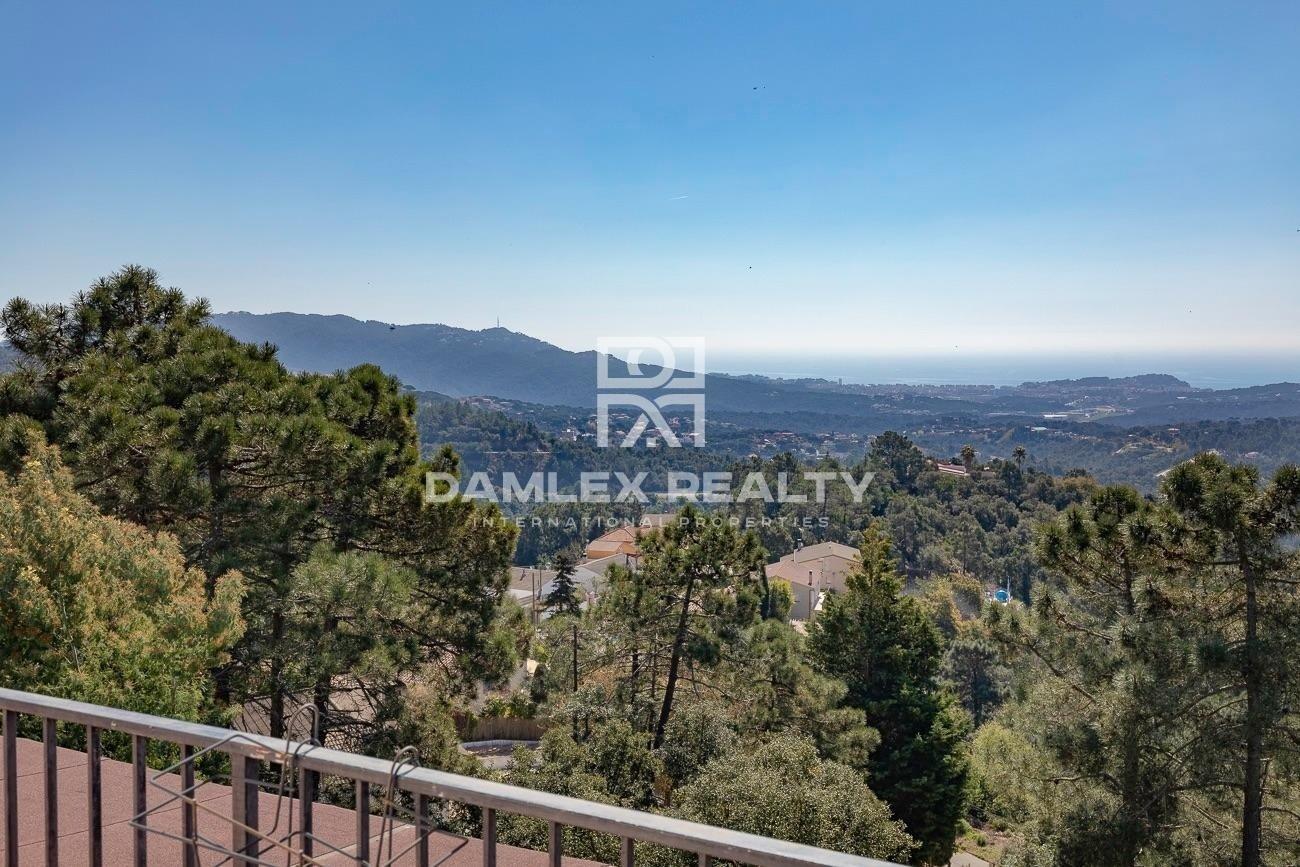 Chalet con vistas al mar en la urbanización Lloret Blau