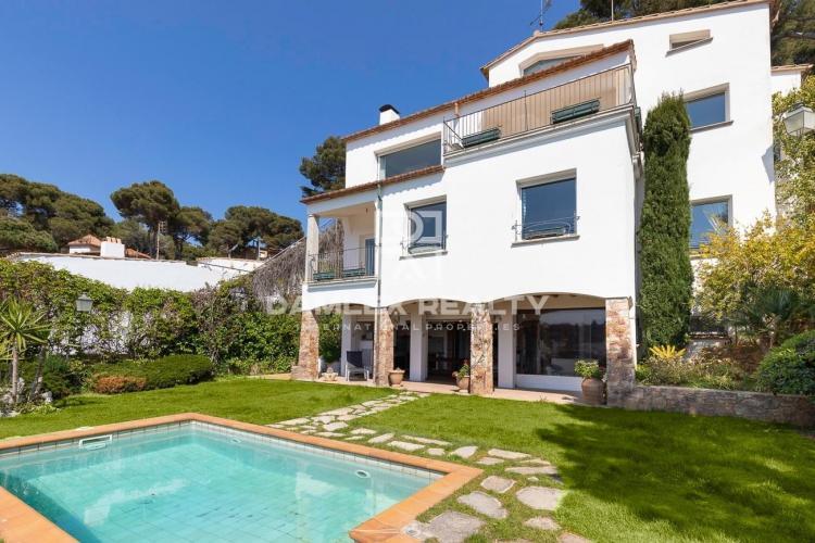 Villa con acceso directo a la playa y espectaculares vistas al mar