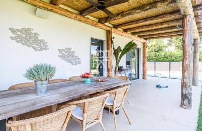 Casa diseño moderno con hermosas vistas al mar y a las islas medas, a 1Km de la playa de Sa Riera