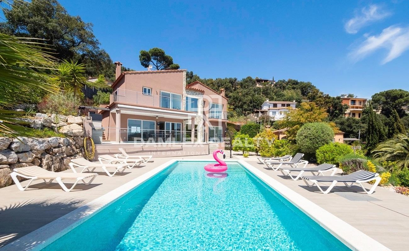 Bonita casa en Calonge con vista al mar panorámica