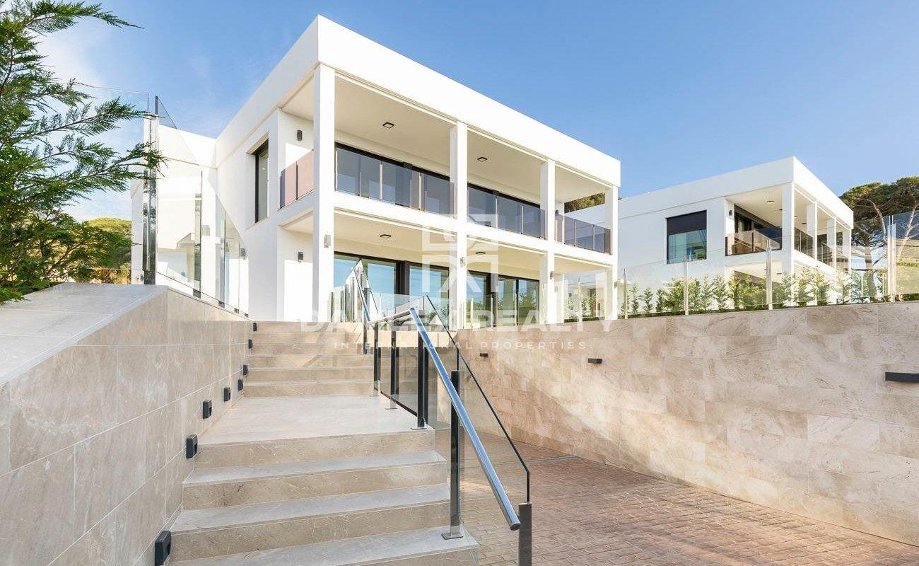 Magnífica villa de diseño moderno cerca de la playa