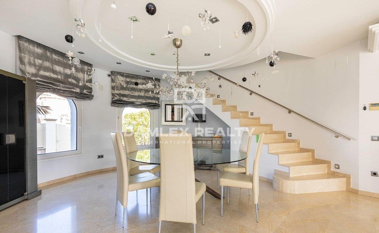 Villa de lujo en Empuriabrava con muelle privado 14 metros
