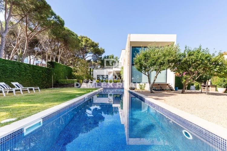 Villa moderna en un lugar prestigioso y a poca distancia de la playa