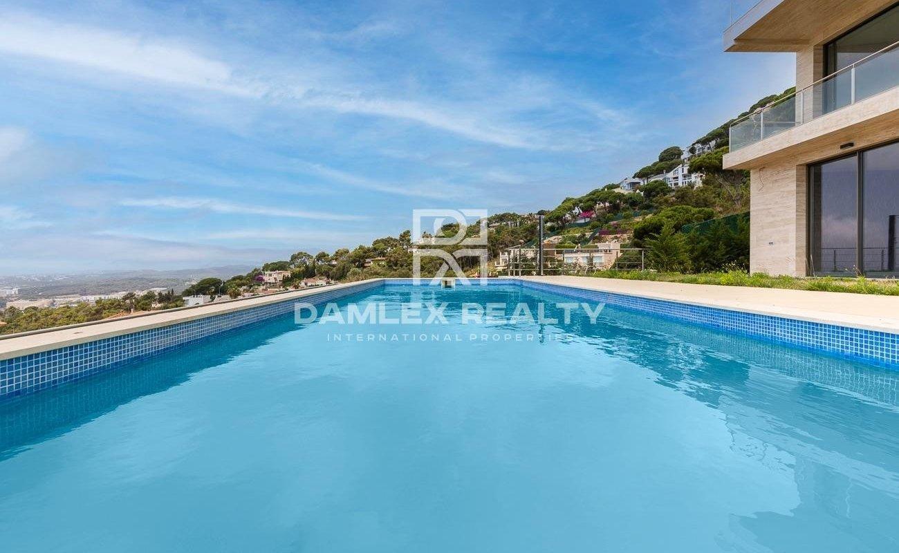 Nueva villa moderna con vistas panorámicas al mar en Lloret de Mar