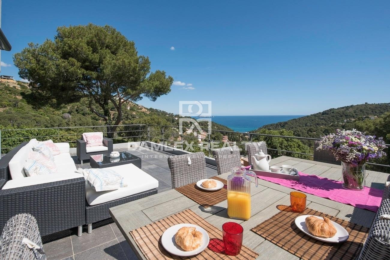 Villa con unas vistas extraordinarias al mar, situada en una urbanización muy tranquila
