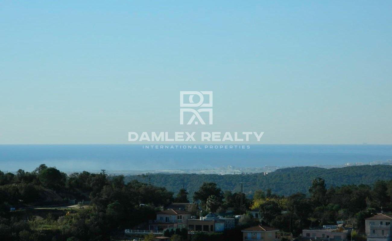 Casa con vistas al mar y montaña en urbanización tranquila