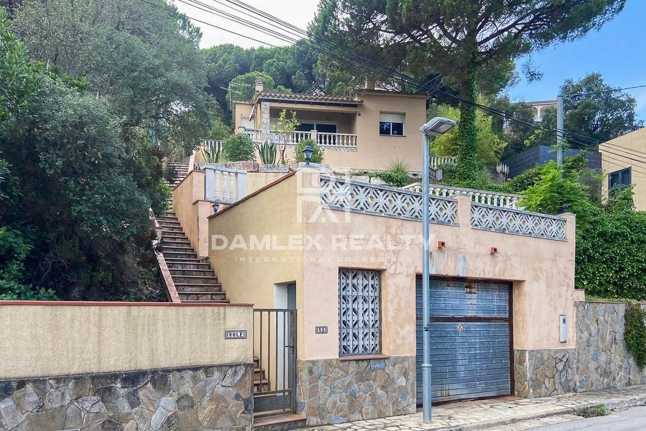 Chalet con vistas al mar en urbanización Serra Brava