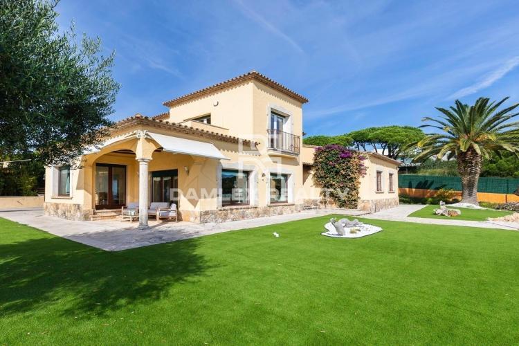 Villa Espectacular con Vistas a la Playa de Sant Pol