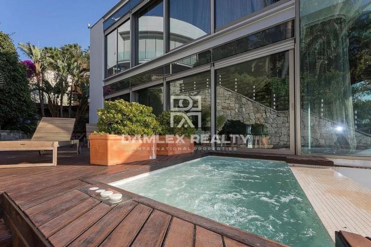 Villa moderna con vistas panorámicas al mar en la urbanización de élite de Sitges