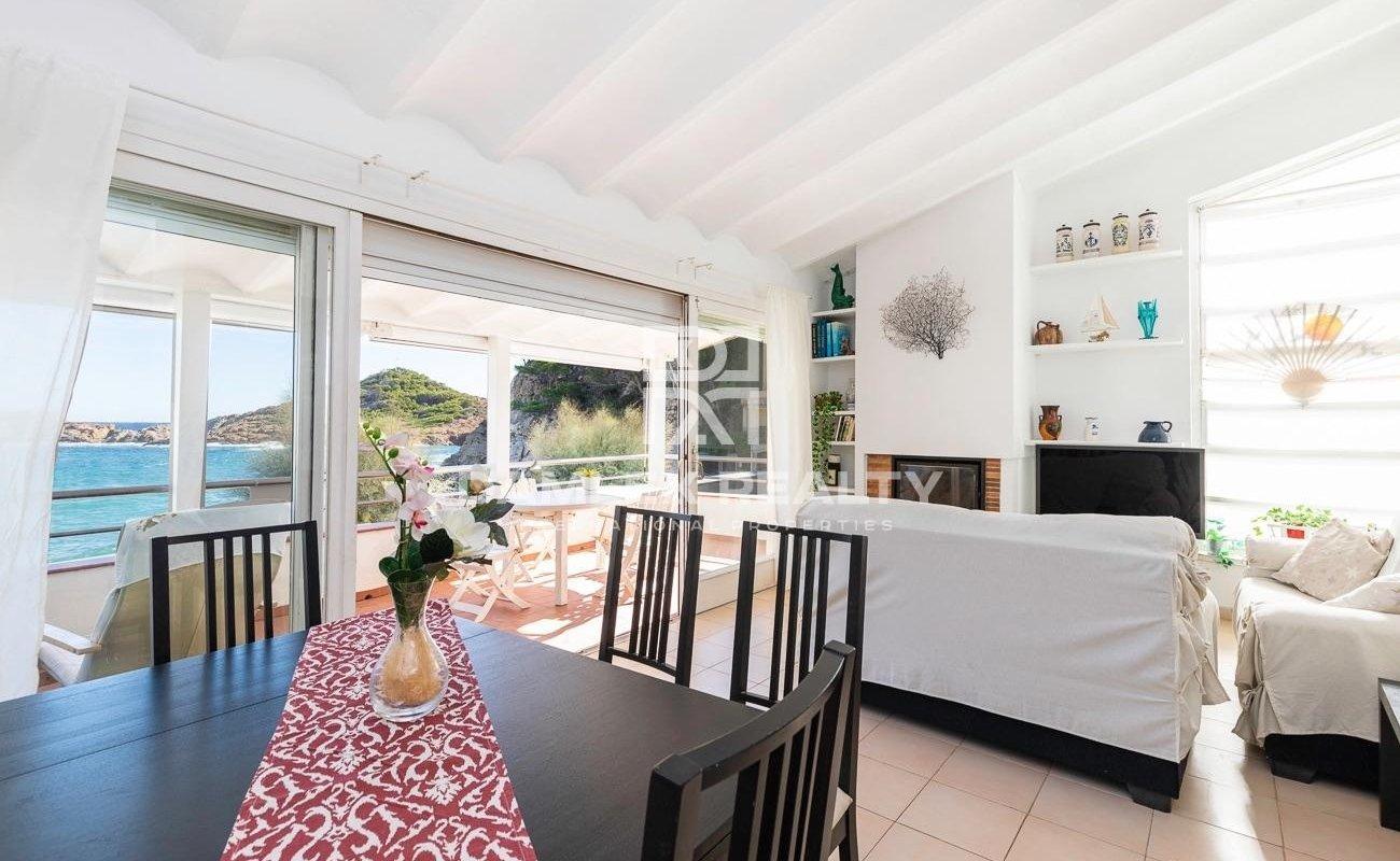Apartamento Único en Primera Línea de Playa