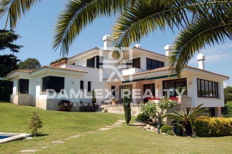 Costa Brava. Villa cerca de la playa en S